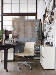 Eames® Aluminum Group Management Chair with Pneumatic Lift