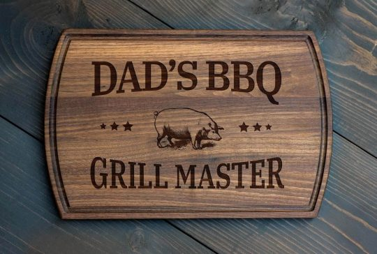 Personalized cutting board that says Dad's BBQ Grill Master