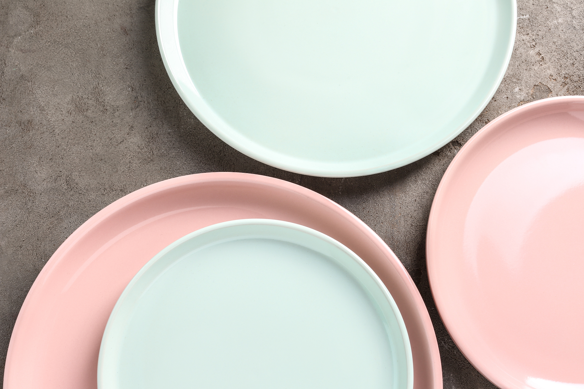 Colorful wheat straw plates